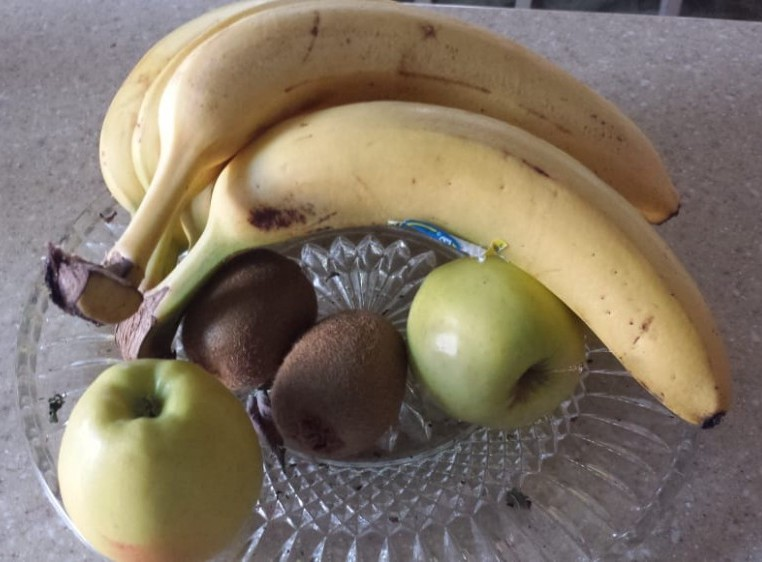 bananas, apples, kiwi