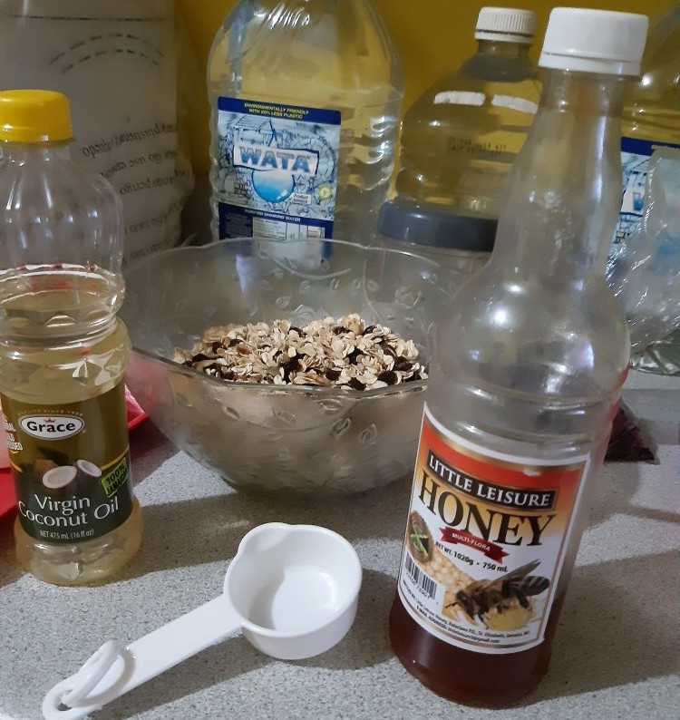 honey, coconut oil and granola mixture