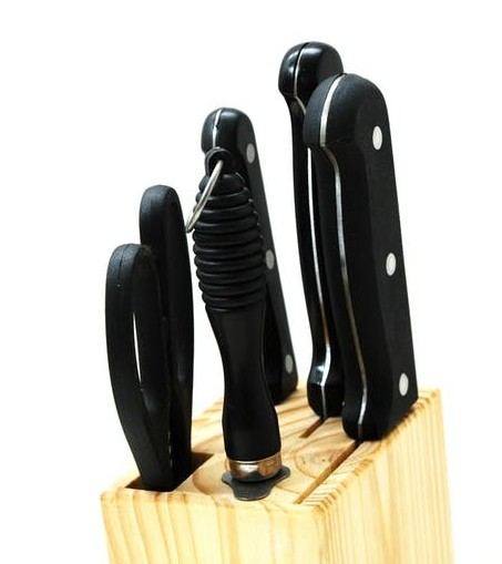 knife block with knives and kitchen scissors