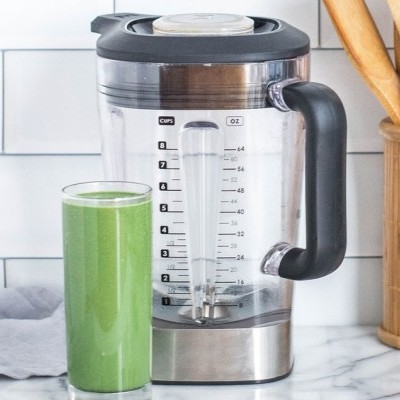 blender and green smoothie