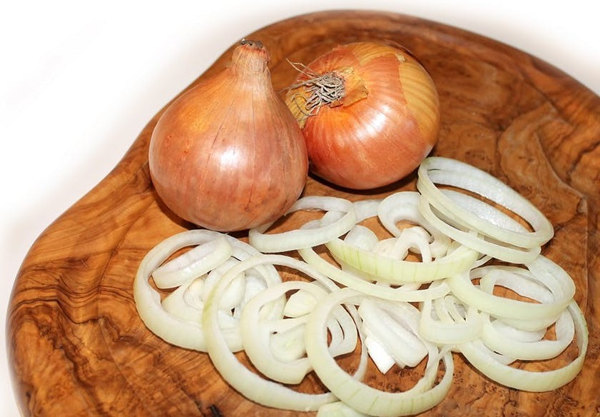 whole and sliced onions