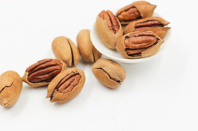 Rich in antioxidants, pecans can help prevent the formation of plaque in the arteries.
