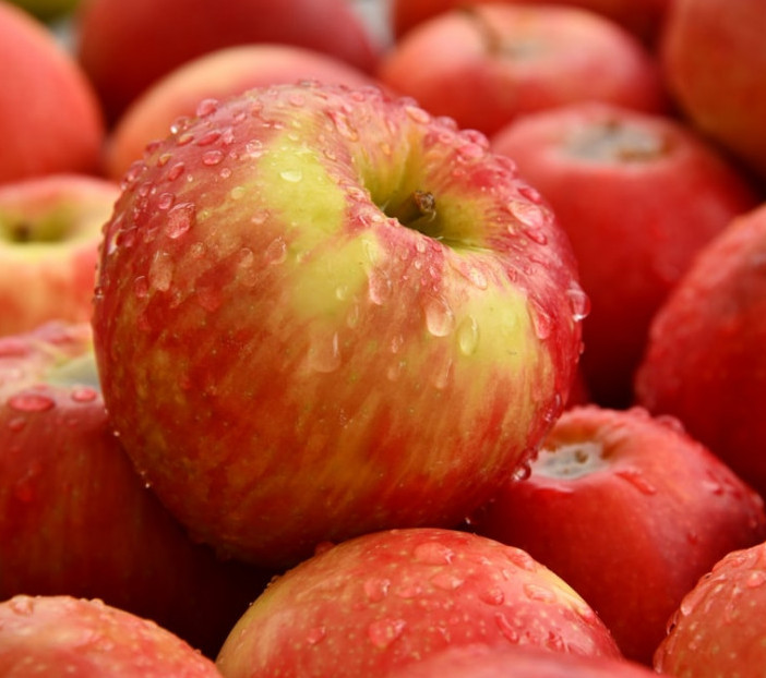 Apples contain a lot of antioxidants called quercetin. This substance helps the formation of collagen. relieve joint pain