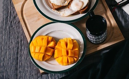 Mangoes are high in Vitamin A and low in calories. Mangoes can help in repairing your skin and keep it from flaking.Best diet for skin