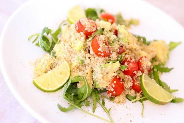 Quinoa is a recommended food. It has no cholesterol, does not form fats in the body, is easily digested and has a very delicious taste. It does not contain gluten. So it is ideal for pregnant women, people with anemia, with problems of obesity or celiac disease. ways to lose belly fat fast