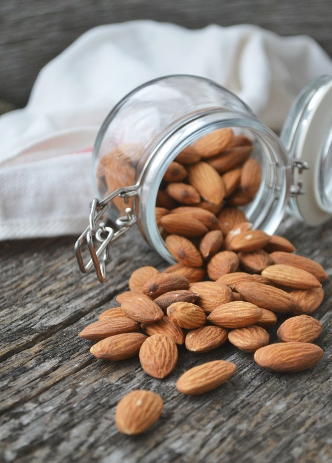 Almonds can help protect your skin from the different signs of aging. They can also help in moisturizing your skin from within. Best diet for skin