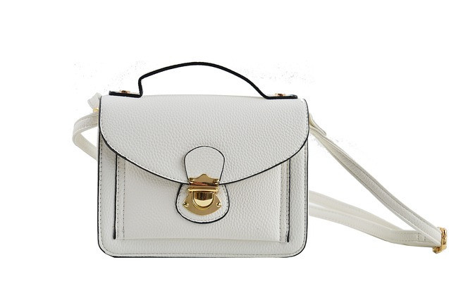 What Purses Are In Style 2021: Shoulder Bag Example