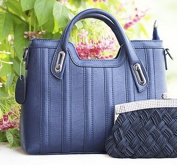 What Purses Are In Style 2021: Handbag Example