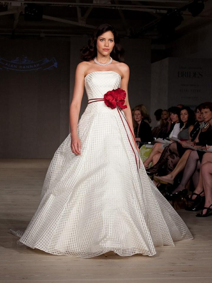 Featured wedding dress designer alan hannah the for Amazon designer wedding dresses