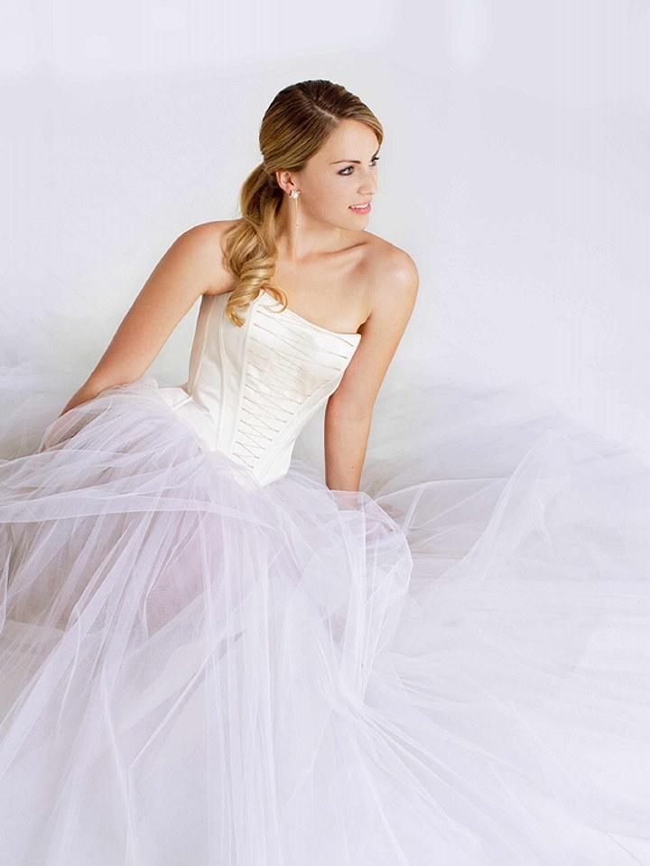 Featured dress designer melanie potro the wedding for Amazon designer wedding dresses