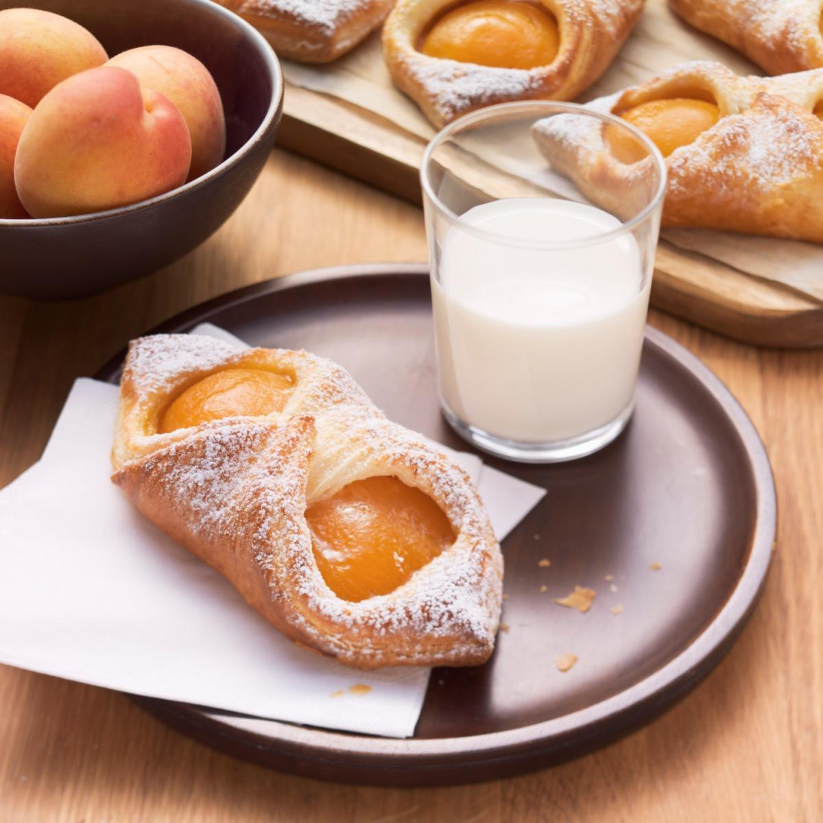 Wewalka Recipe - Puffy Apricot Danishes