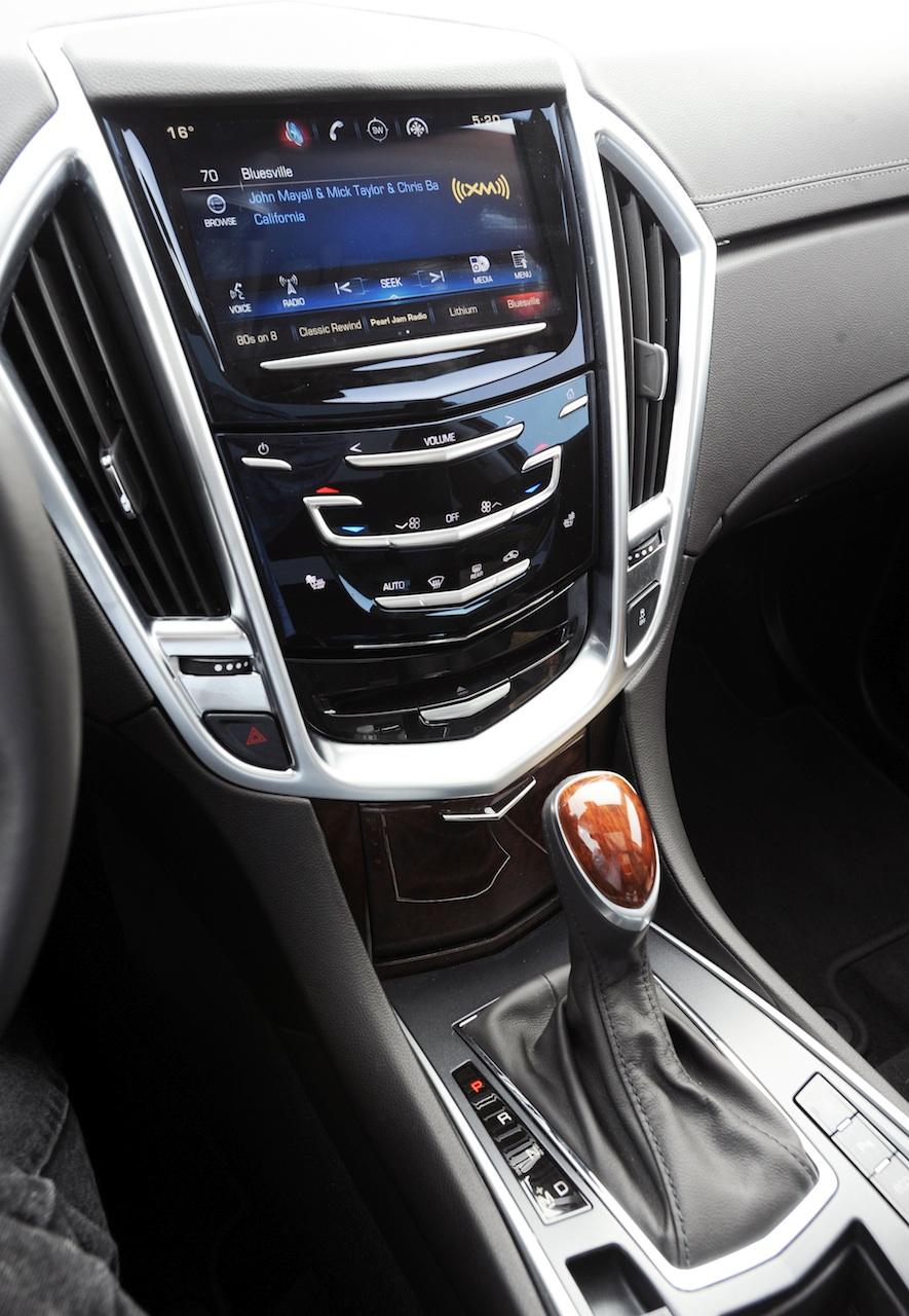 2015 Cadillac SRX cue
