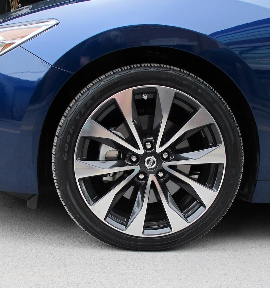 2016 Nissan Maxima wheel