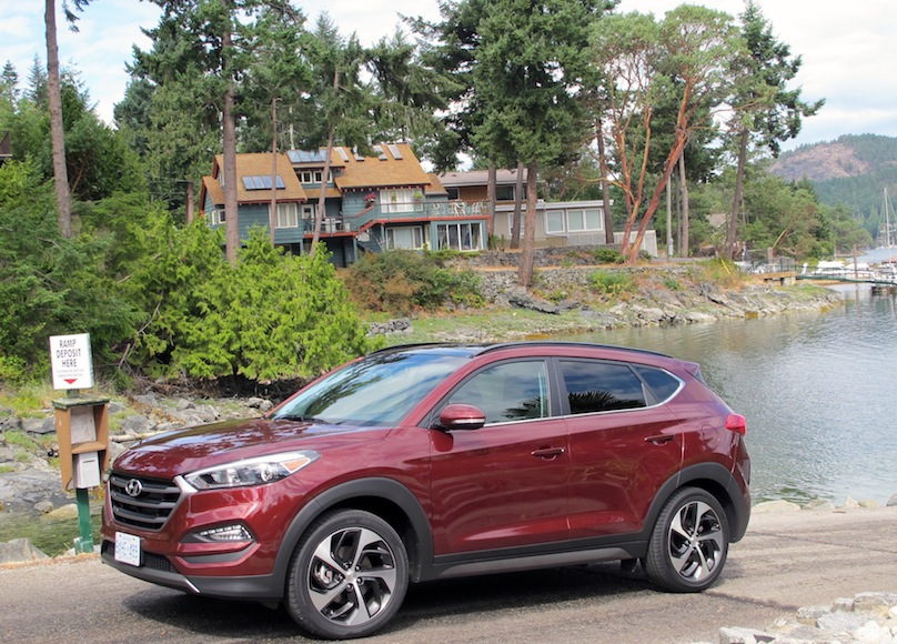 2016 Hyundai Tucson size