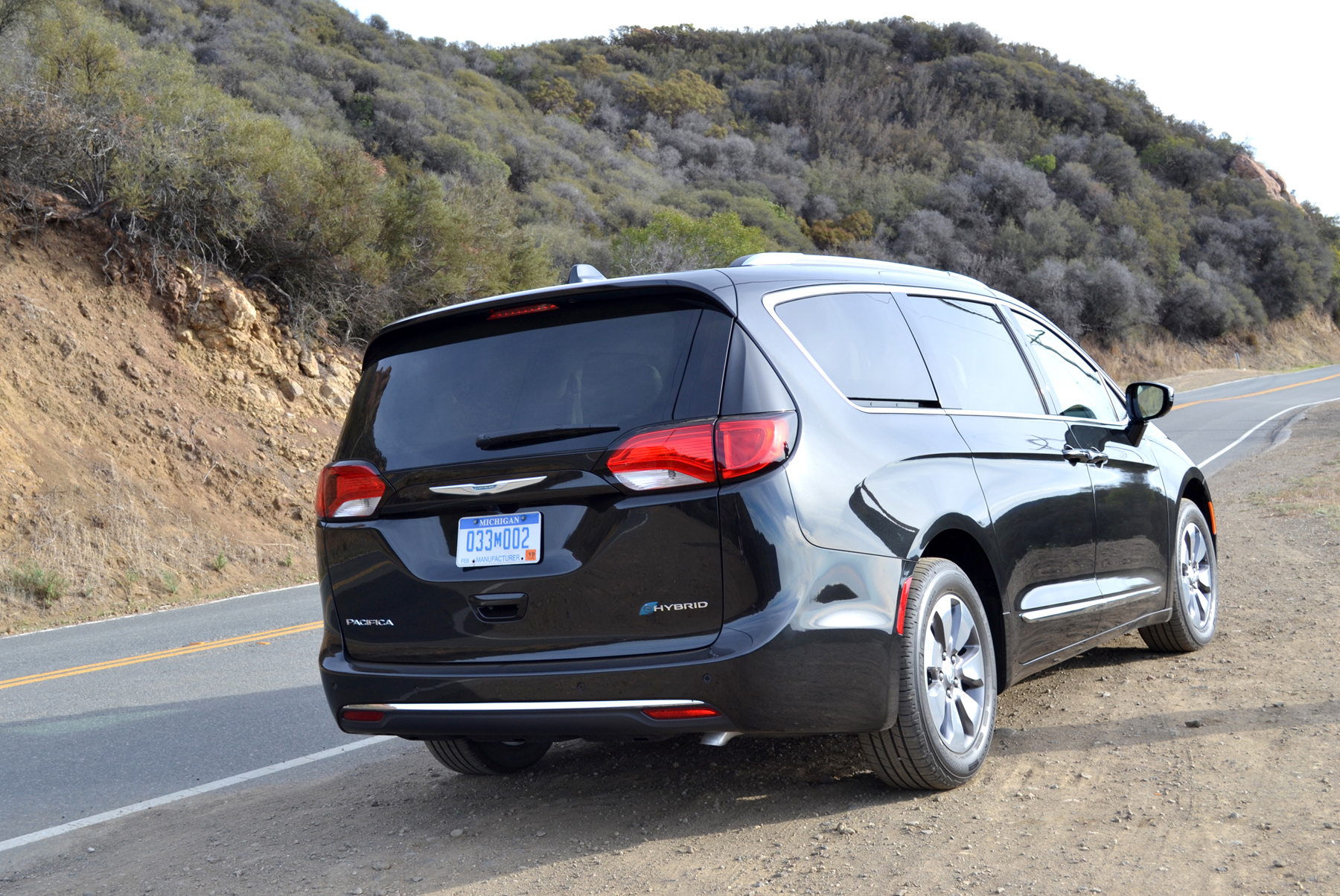 ca low with lift way game by to car van rear fca large a dominated space wheels changer hybrid chrysler full is litres over liftgate opening reviews the cargo pacifica of