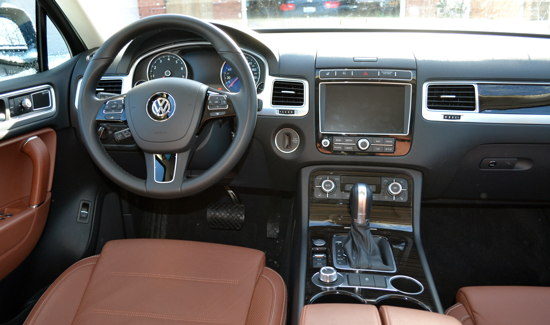 vw touareg is a solid suv for families. Black Bedroom Furniture Sets. Home Design Ideas