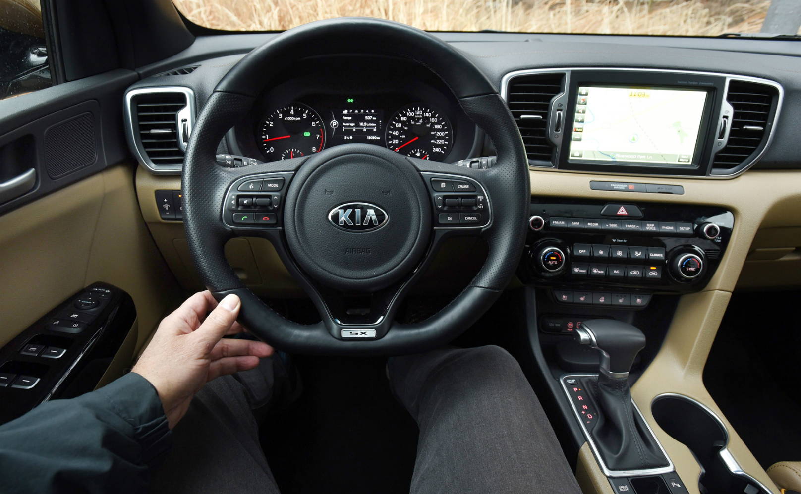 Keeping the sport in kia s sportage for Interior kia sportage