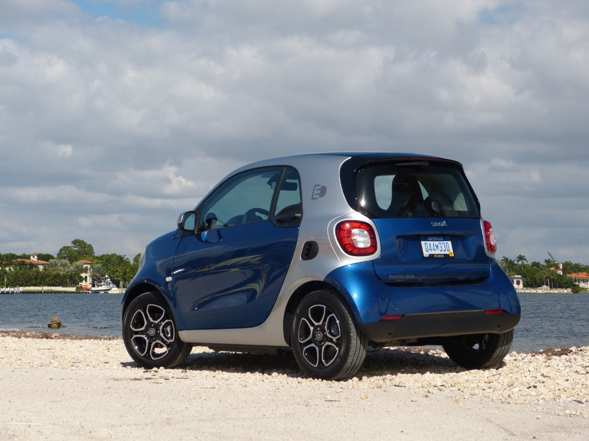 2017 Smart Fortwo Electric Drive Is One Entertaining Ride