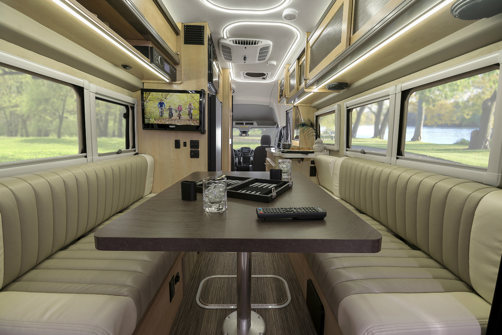Ford Winnebago Motorhomes Roll On Wheels Ca