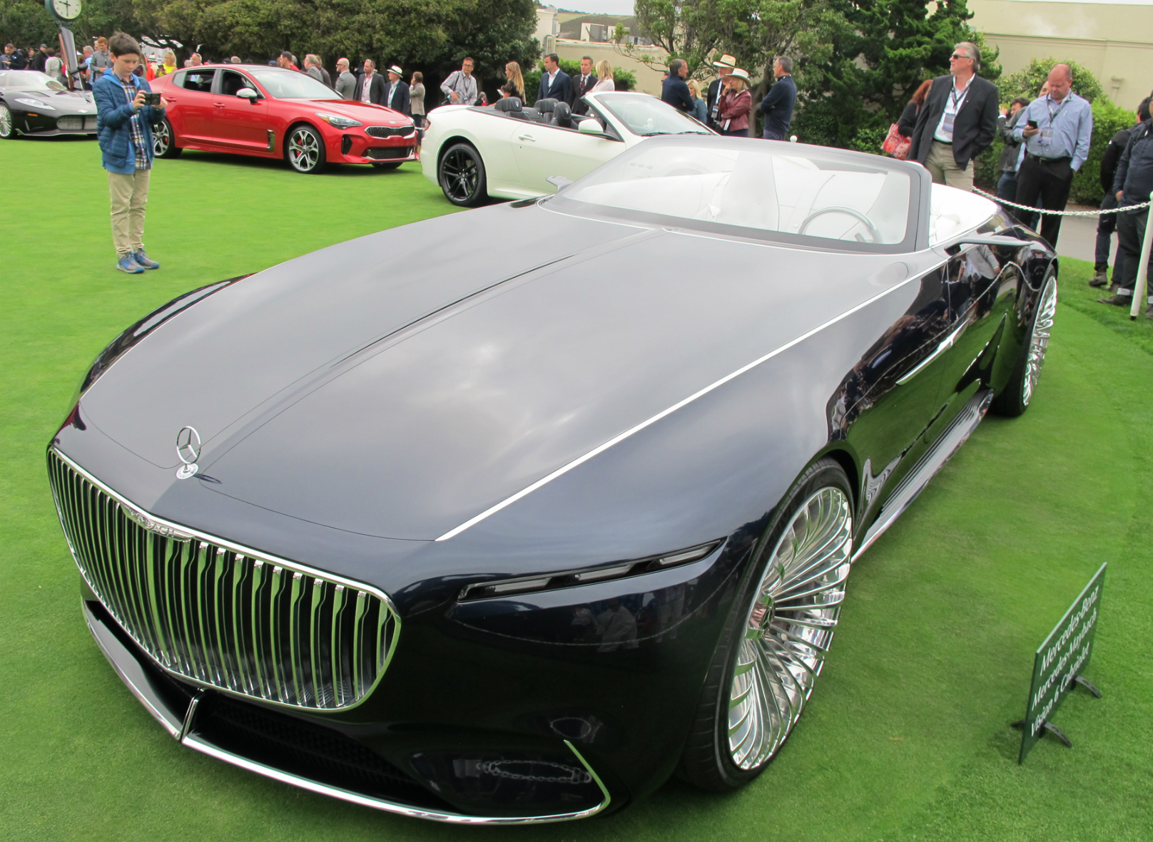 ultra mercedes maybach 6 cabriolet bows at pebble. Black Bedroom Furniture Sets. Home Design Ideas