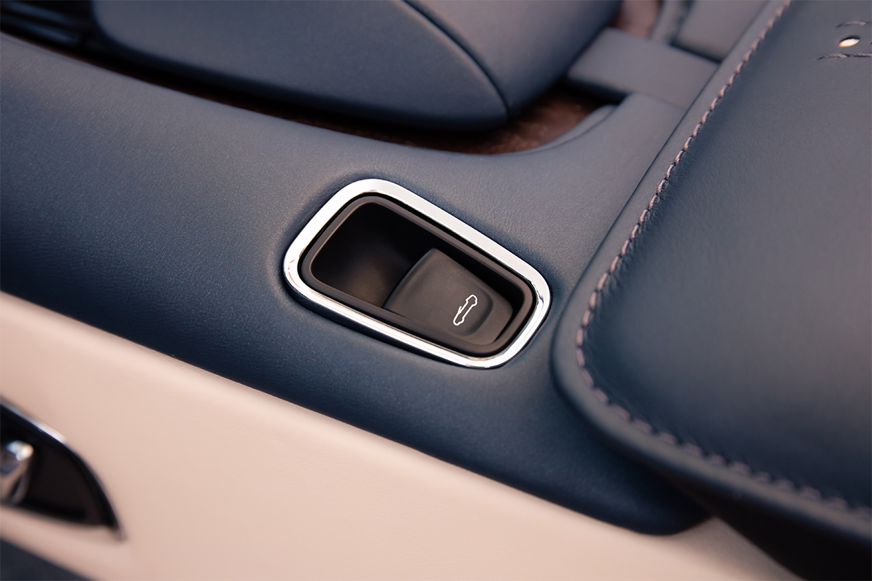 TrackWorthy - Aston Martin DB11 Volante (20)
