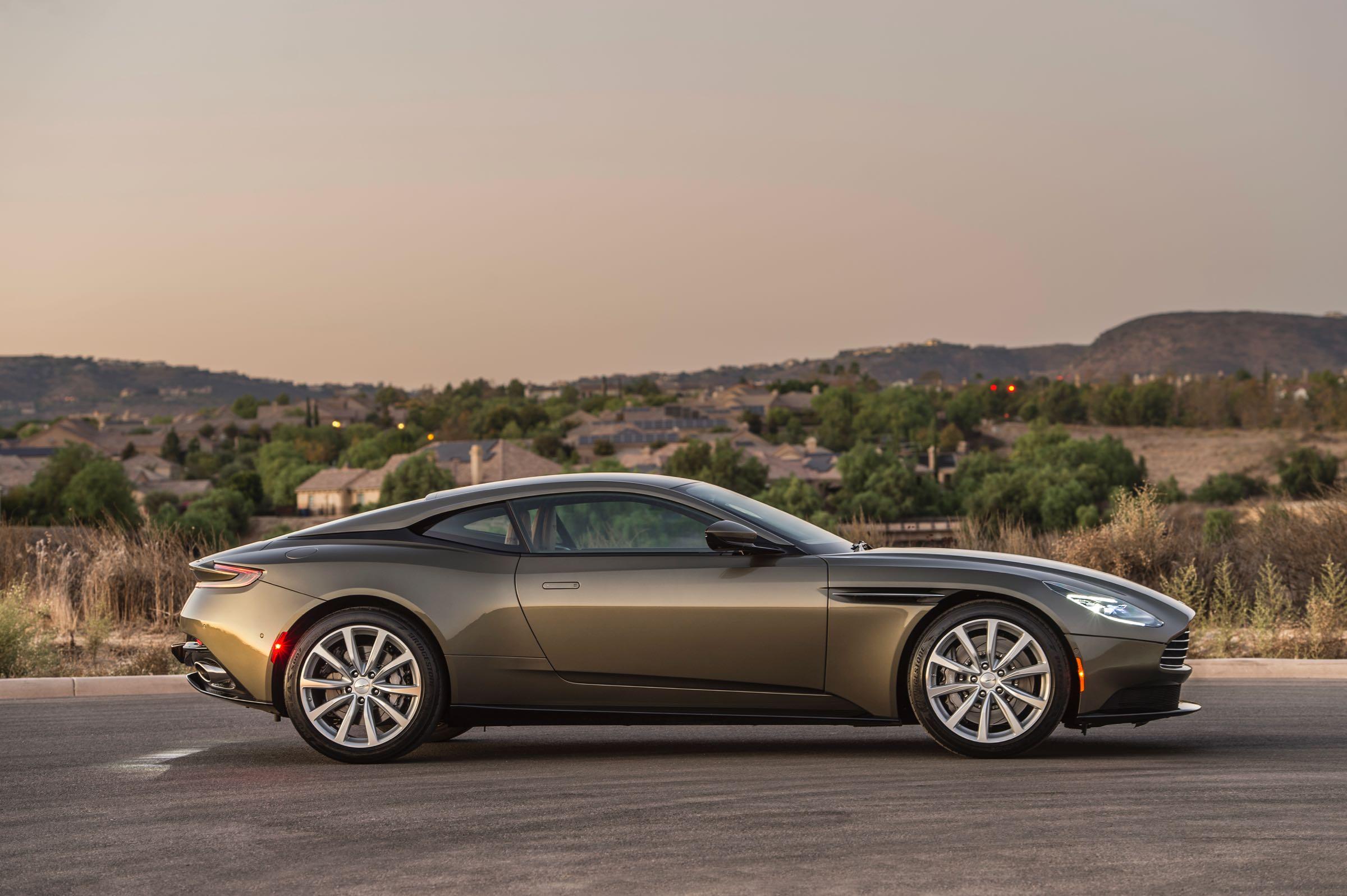 Aston Martin V Vanquish Model Car