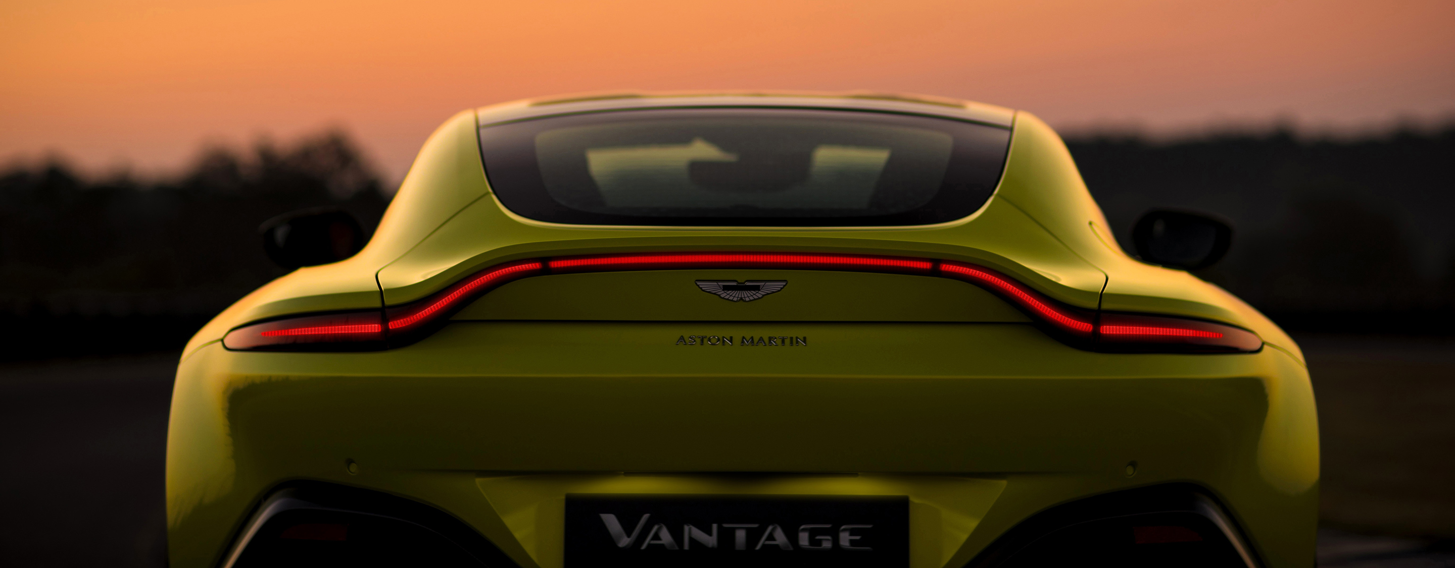 All New 2019 Aston Martin Vantage Blasts From 0 60 Mph In Just 3 5