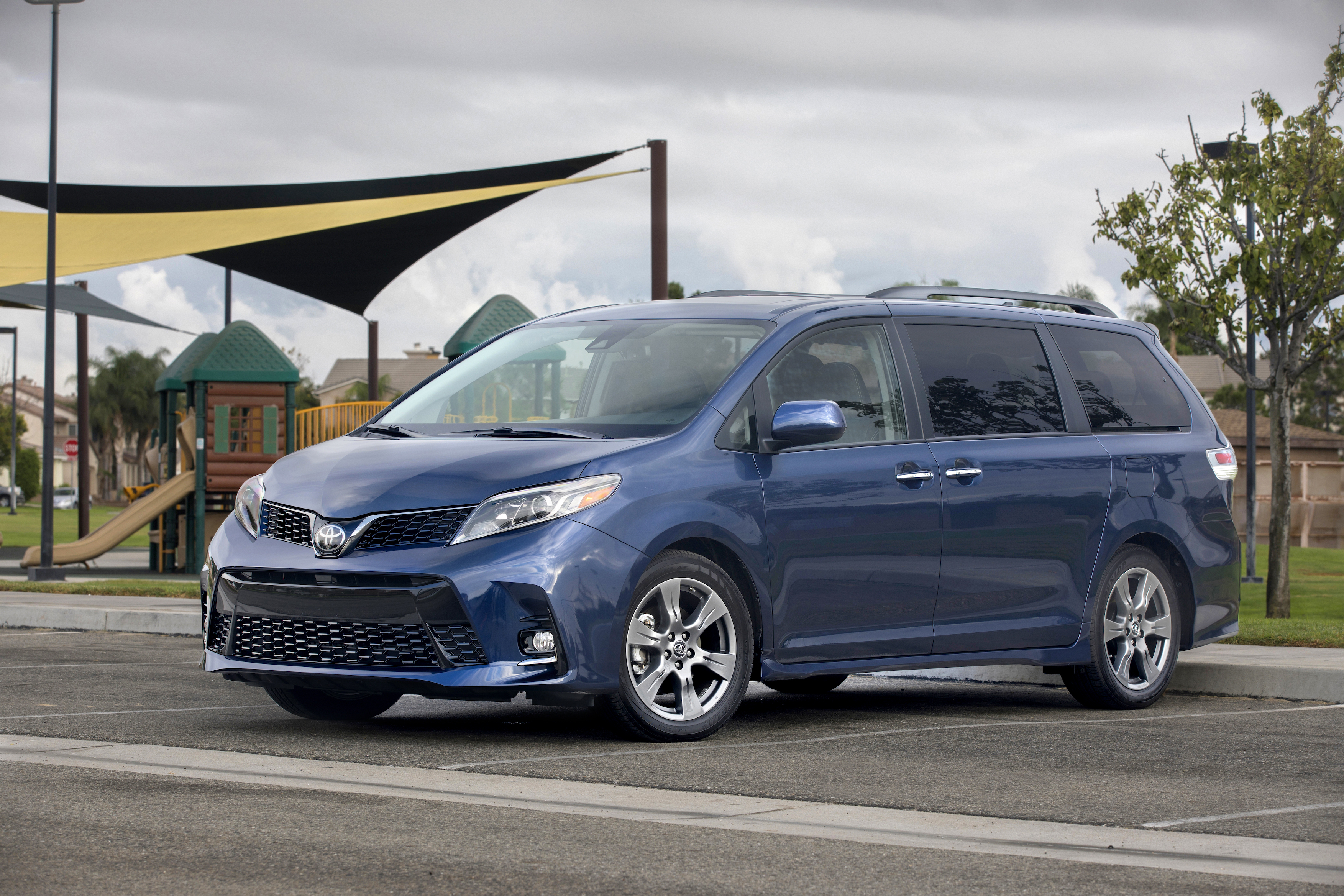 2018 Minivan Review
