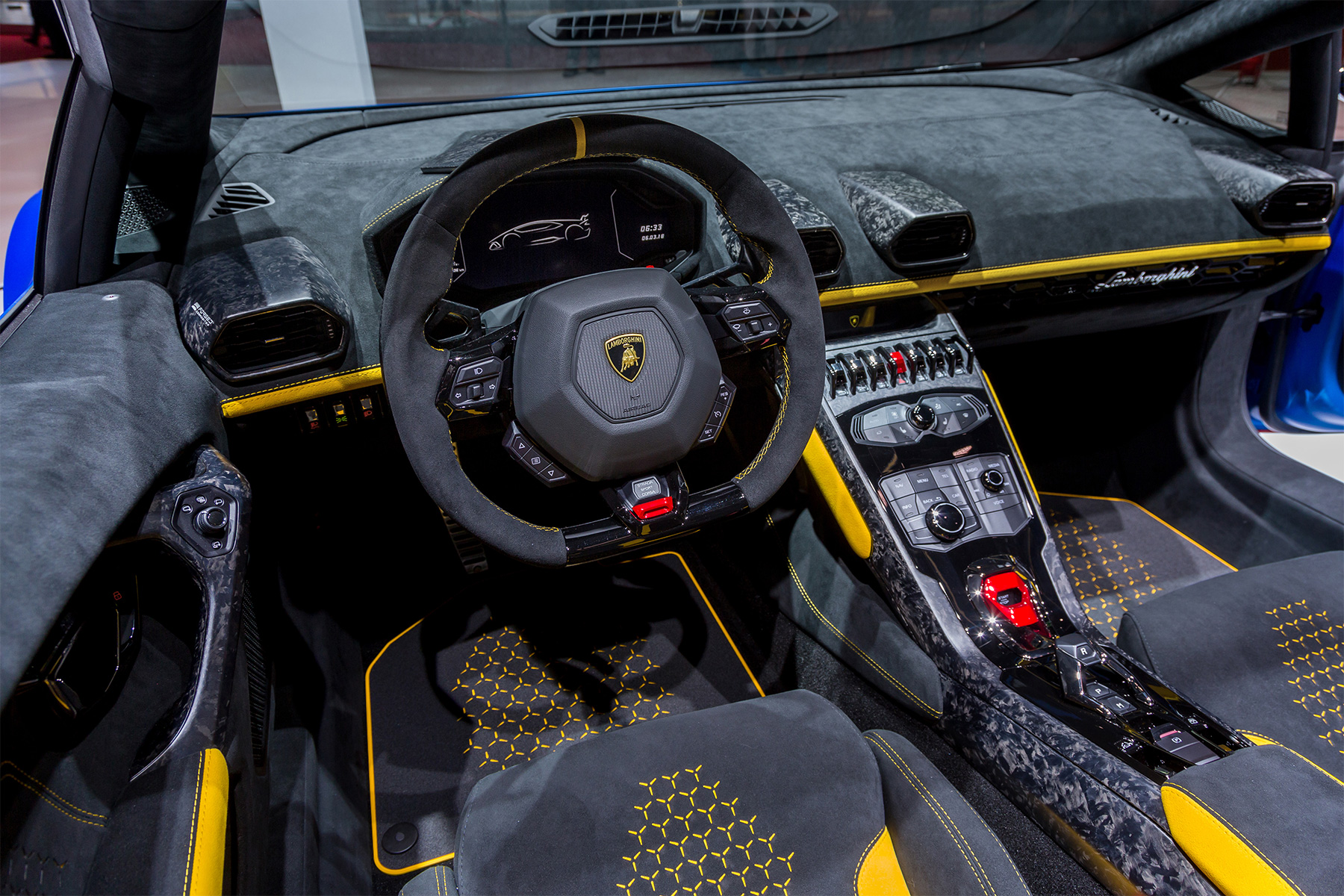 lamborghini hurac n performante spyder unveiled at geneva. Black Bedroom Furniture Sets. Home Design Ideas