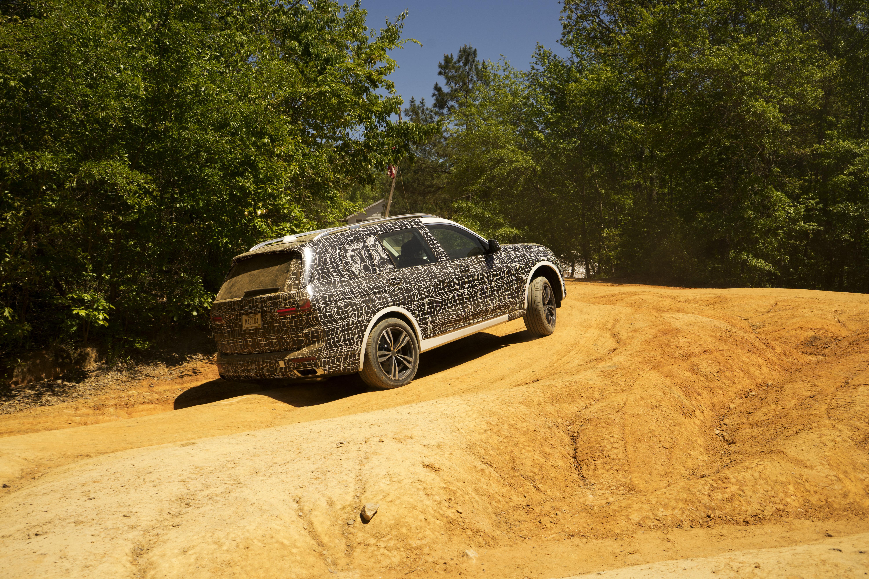 BMW X7 2019 off road
