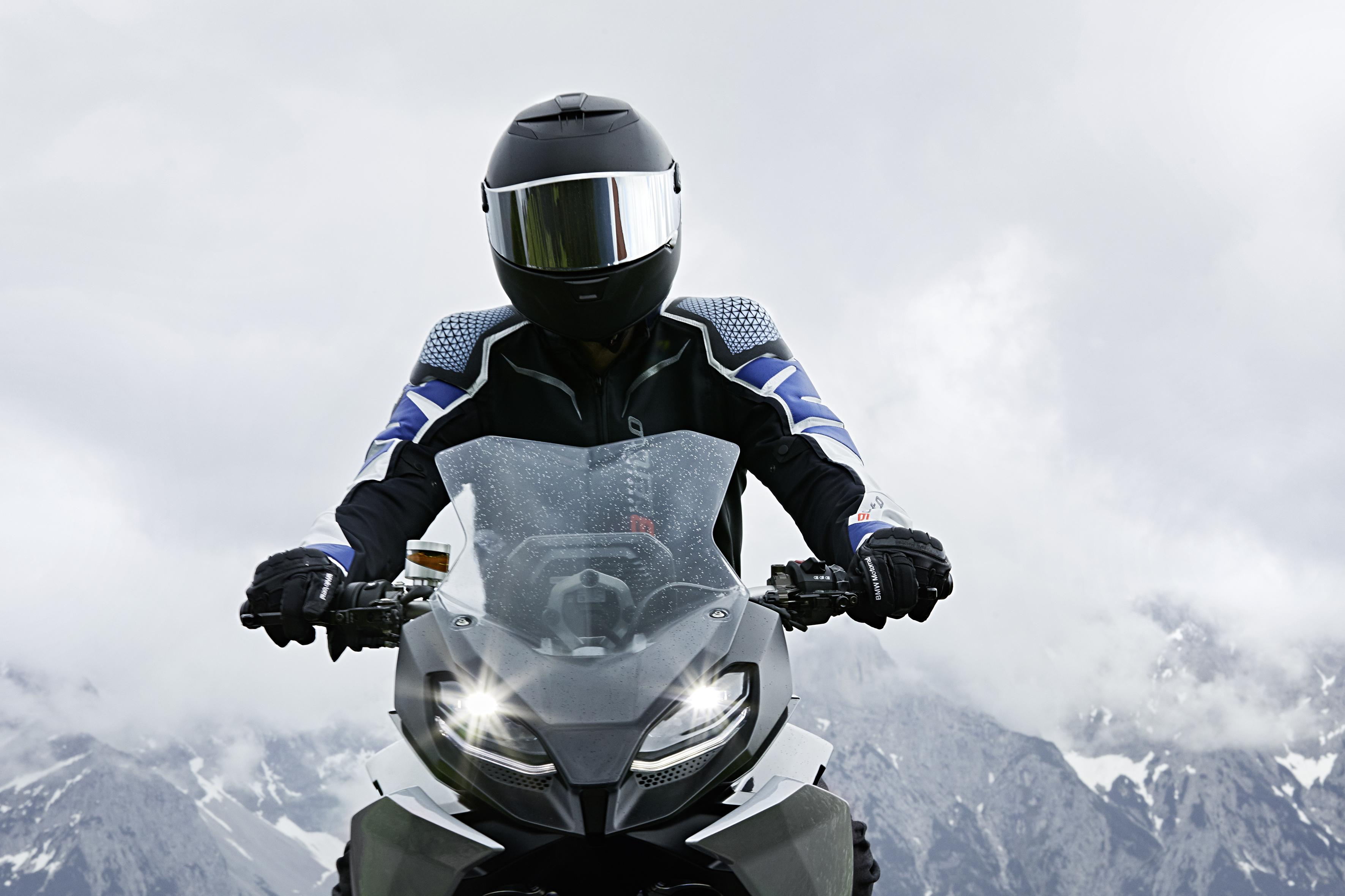 2018 BMW Motorrad Concept 9cento unveiled