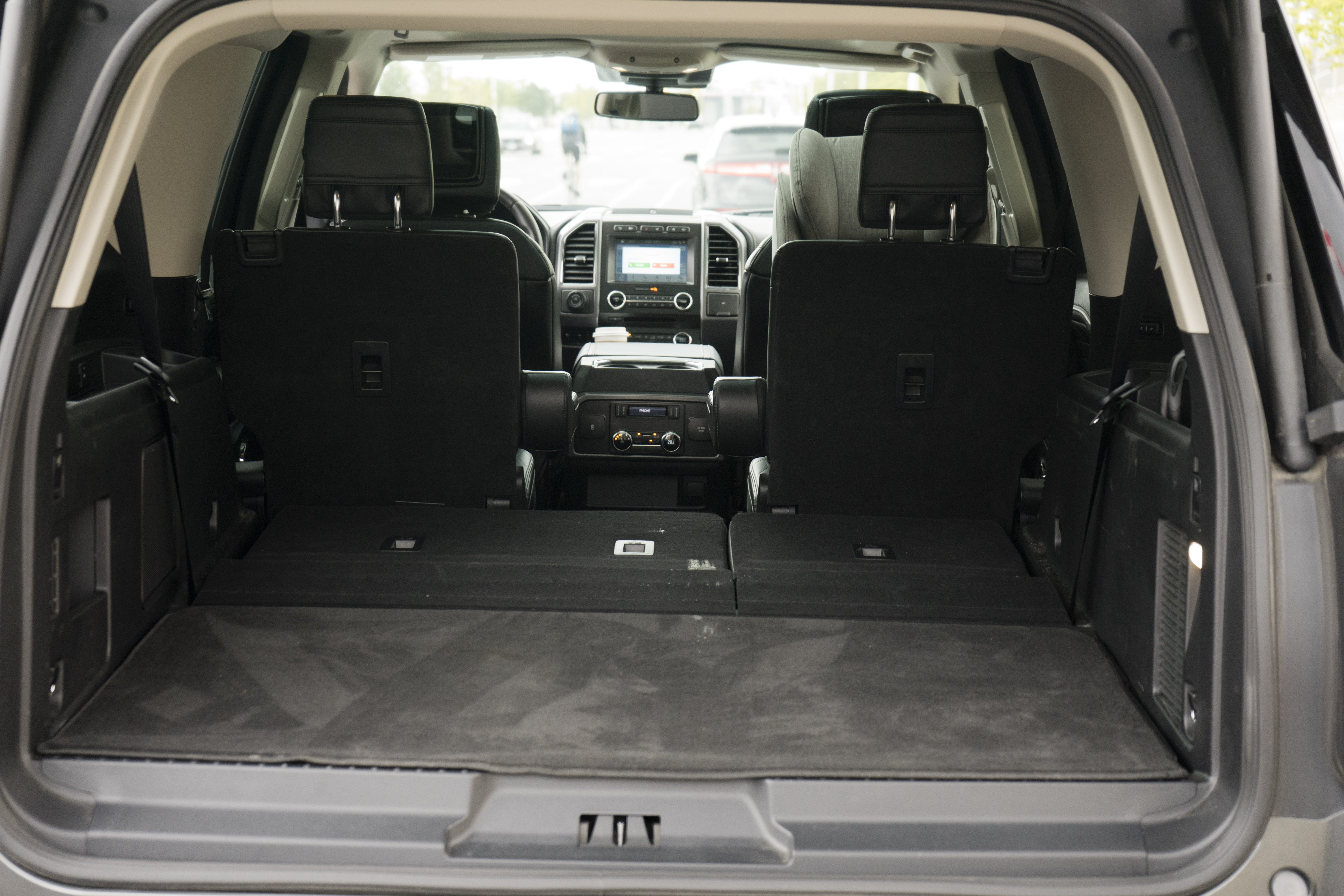 2018 Ford Expedition cargo