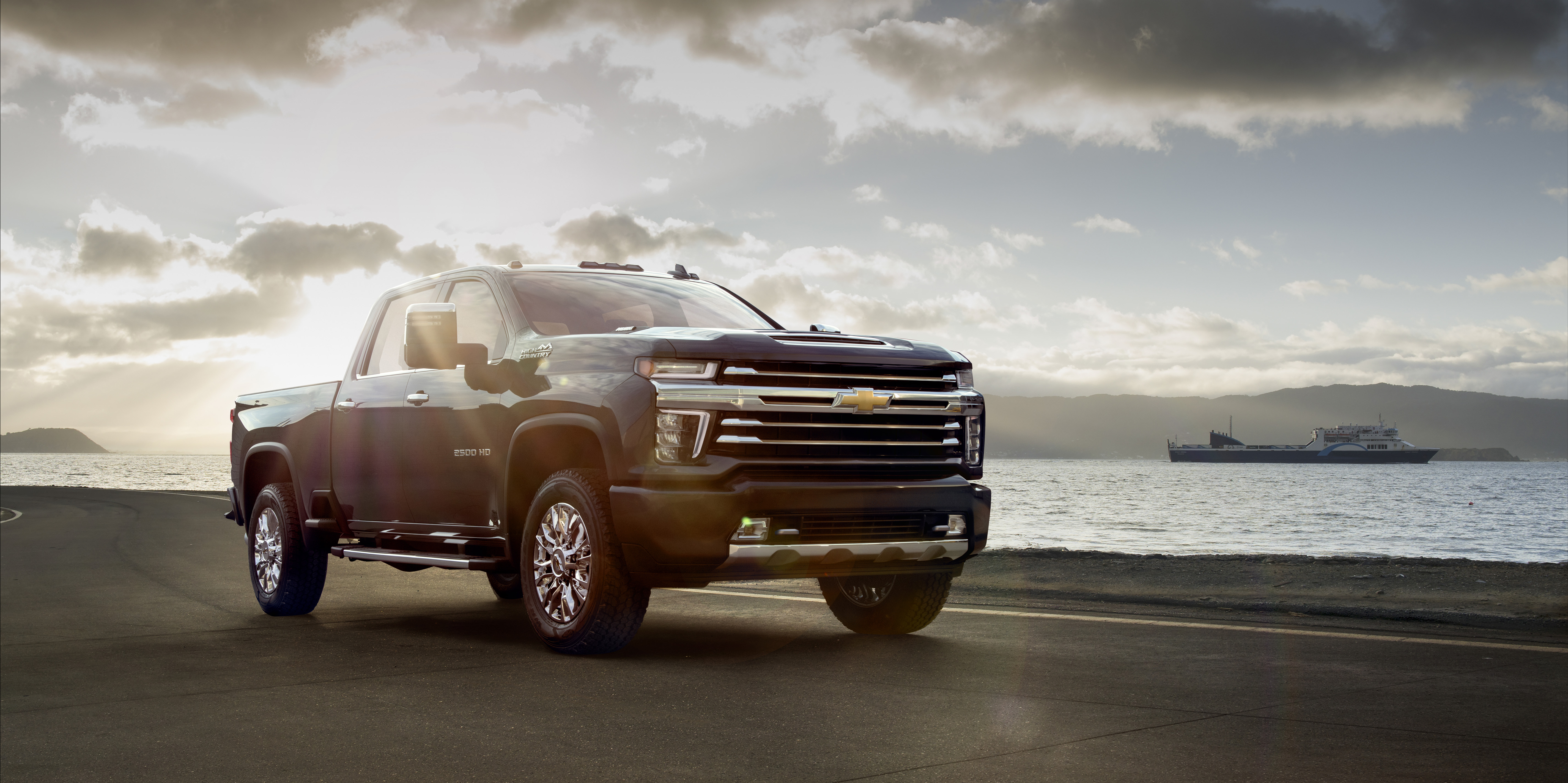 Pulling A Face 2020 Chevrolet Silverado Hd Chevy Half Ton Pick Up Both Trucks Share More Conventional Rear Style With Their Taillights Parroting Those Found On The New Does Take Care To Mention
