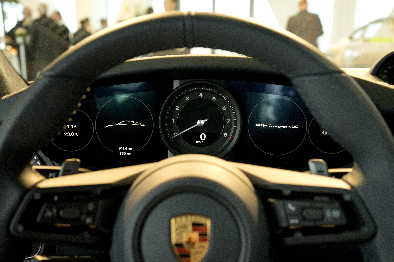 992 2020 Porsche 911 interior