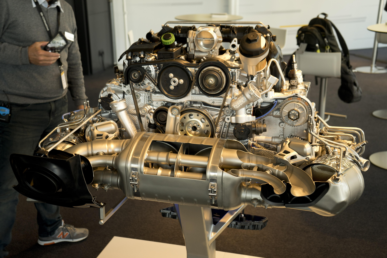 992 2020 Porsche 911 engine