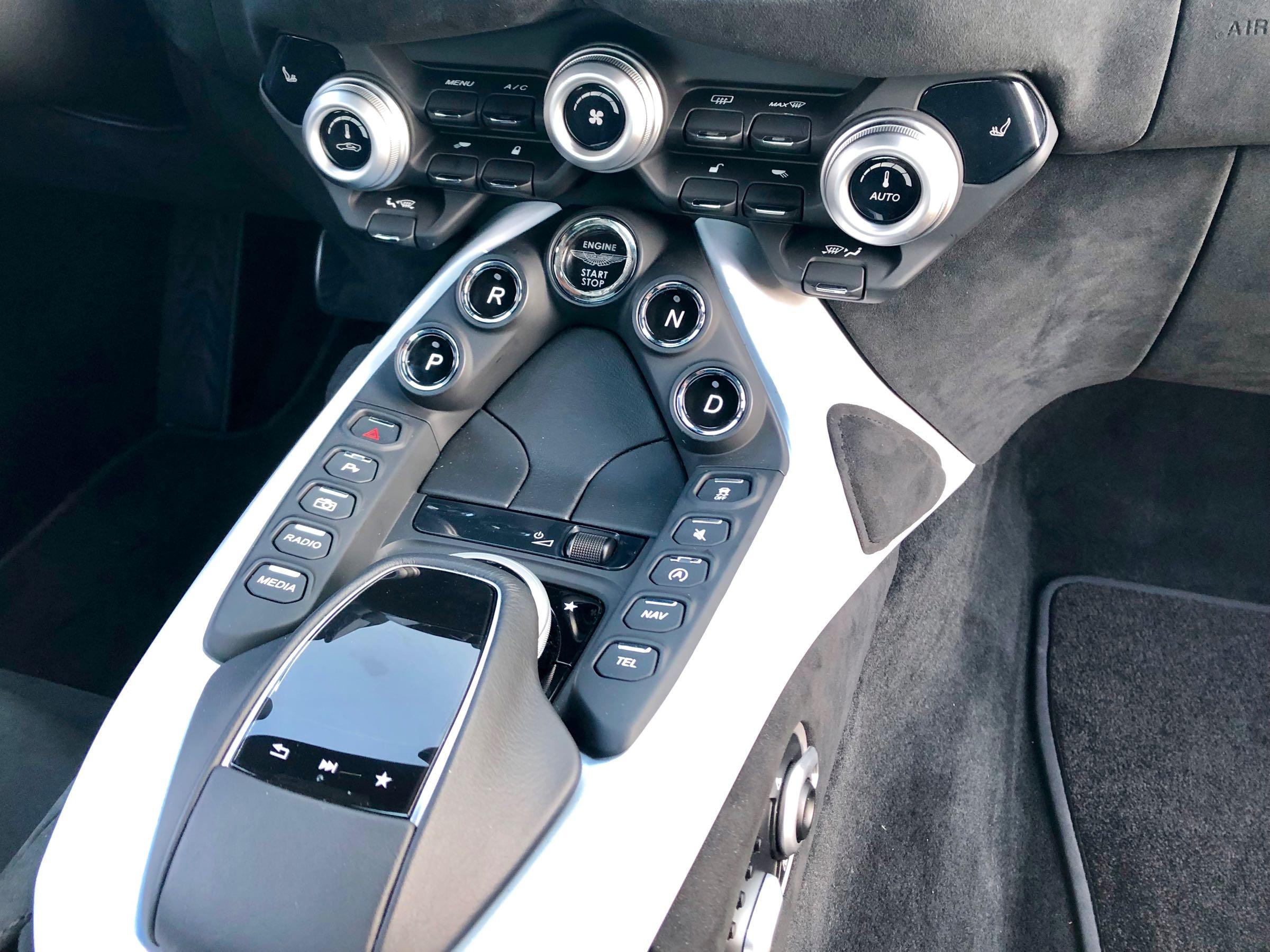 Review 2019 Aston Martin Vantage