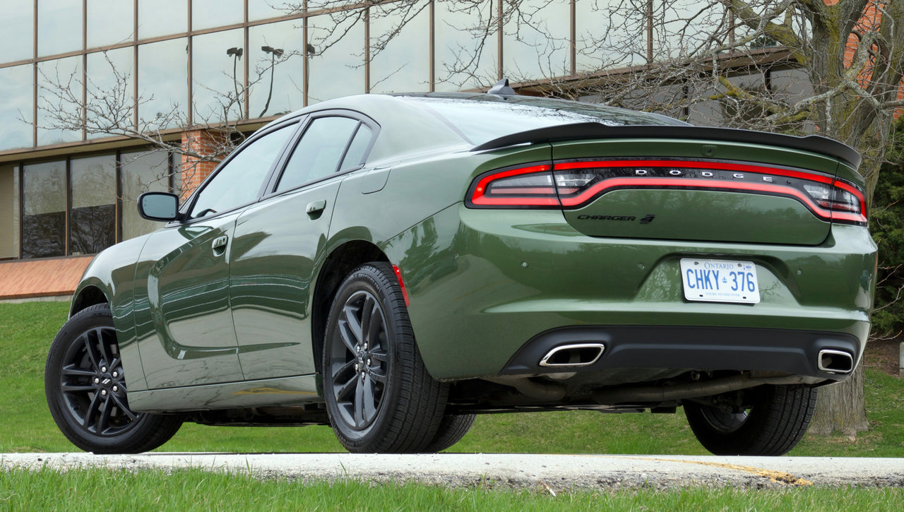 2019 dodge charger sxt awd review