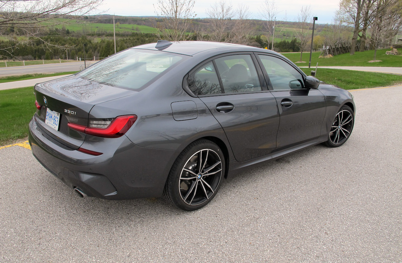 Review 2019 BMW 330i xDrive