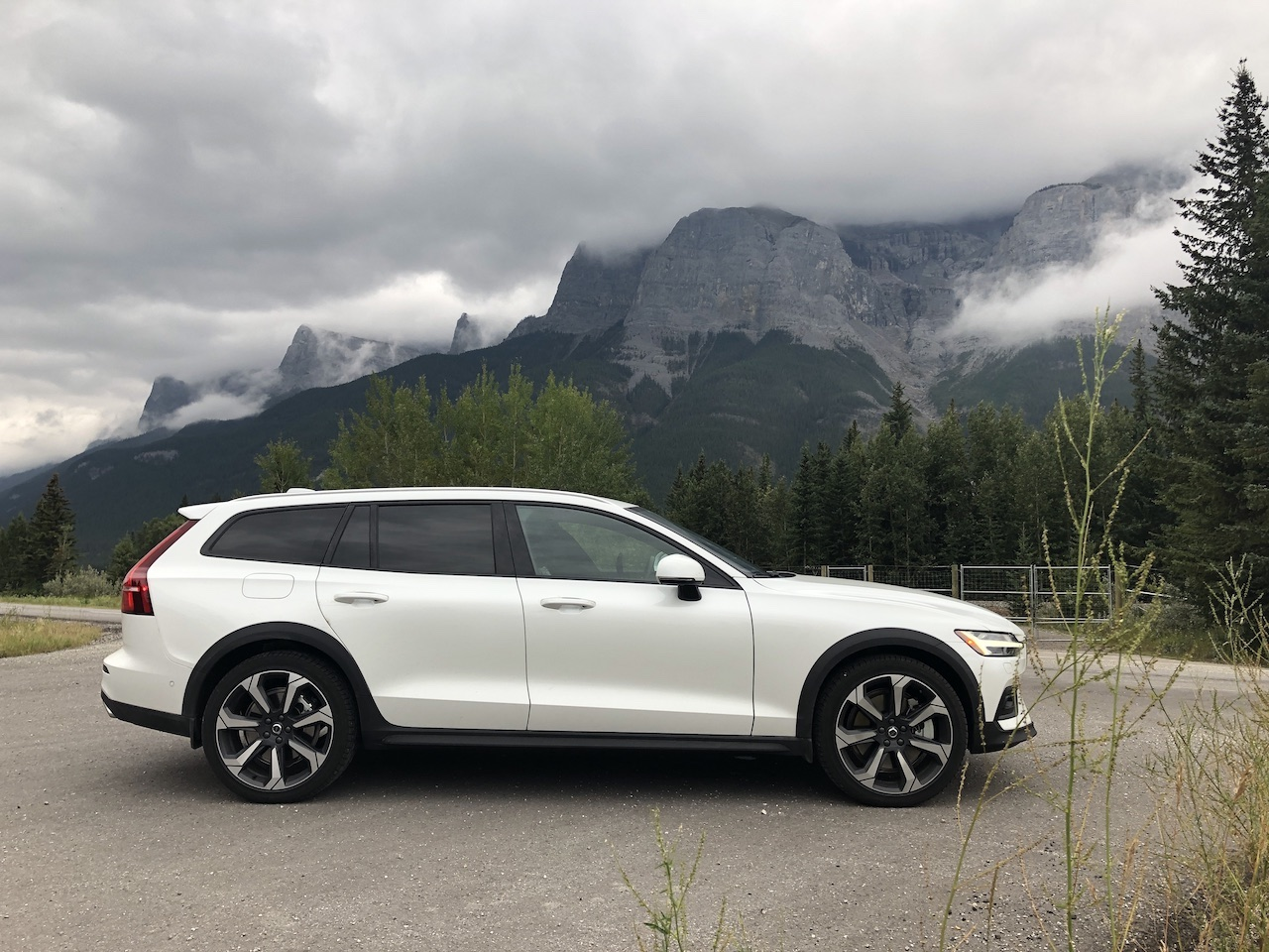 Review: 2019 Volvo V60 Cross Country - WHEELS.ca