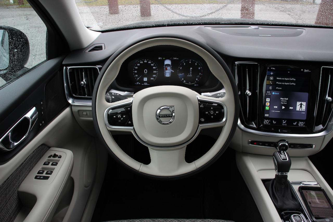 Review 2020 Volvo V60 Cross Country
