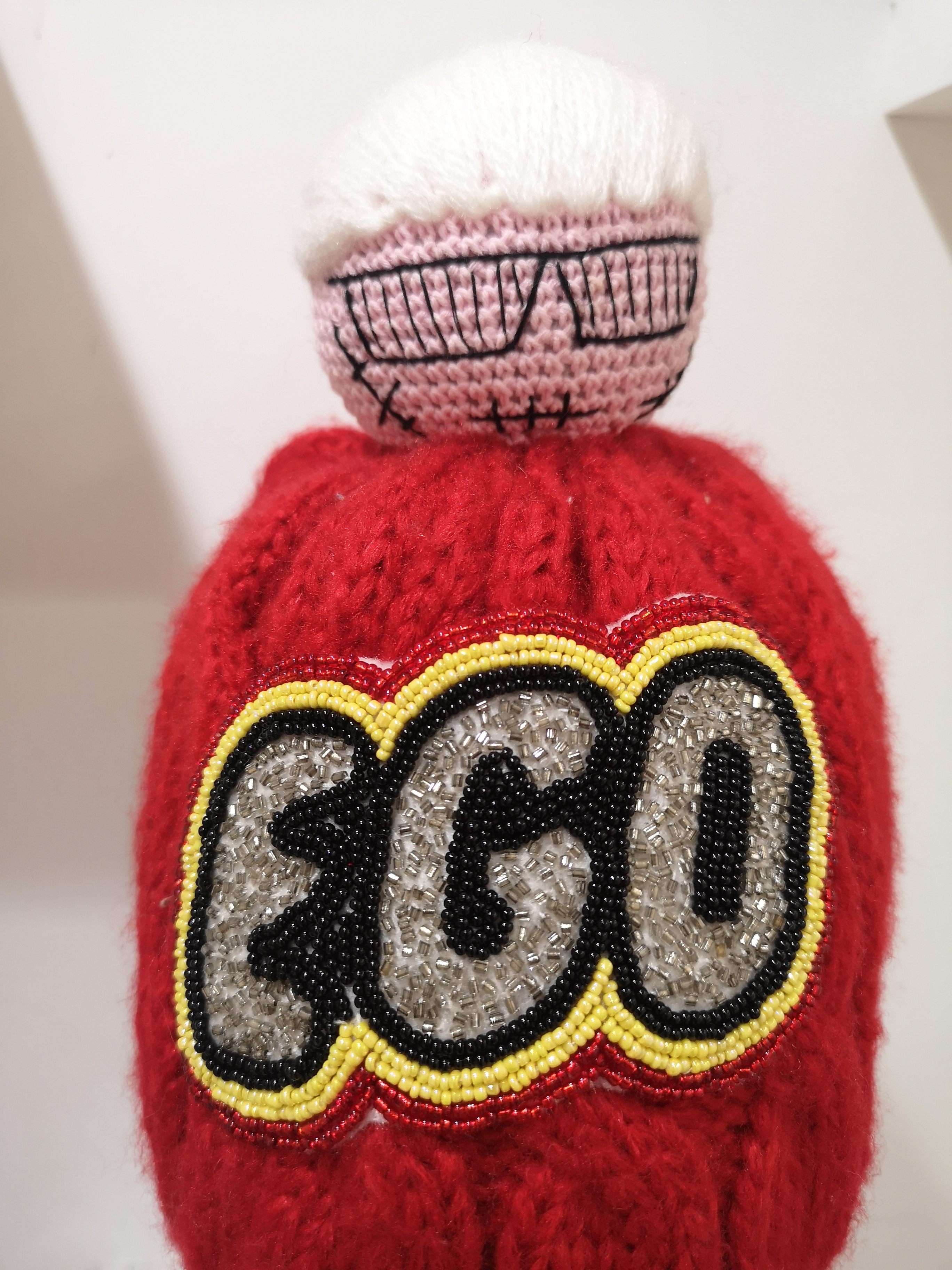 Muamua red wool Karl doll Ego beads hat House of Muamua | Cappello | KNITRED
