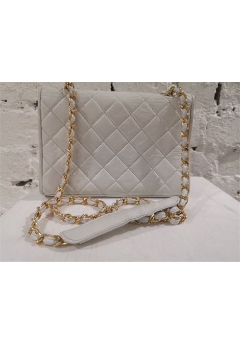 Chanel white leather gold hardware shoulder bag Chanel | Bags | AMGV021A02SA0CC0BIANCA
