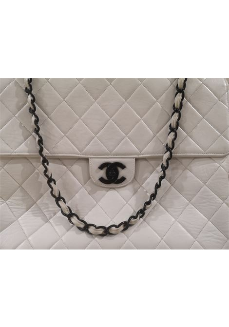 Chanel white leather black hardwared CC shoulder bag Chanel | Bags | AMGV021A33XS00BIANCA