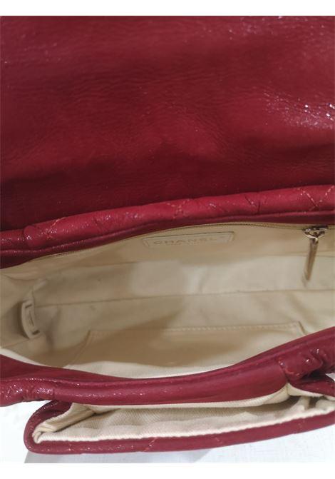 Chanel red laminate leather gold hardware shoulder bag Chanel | Bags | AMGV021X24S0FV0ROSSO