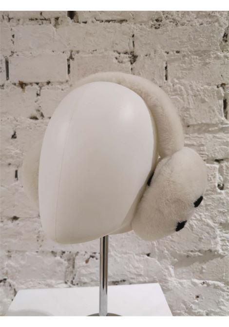 Chanel White with black CC logo earmuffs Chanel | Accessorio | AT021AFE58CS0PARAORECCHIE