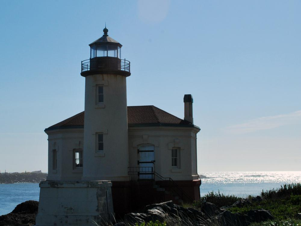 Coquille River Lighthouse...   Photos by Pinta