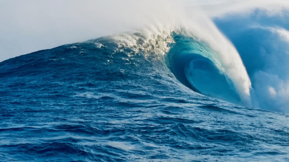 JAWS ON MAUI | MAUI PEAHI-JAWS SURF PHOT...