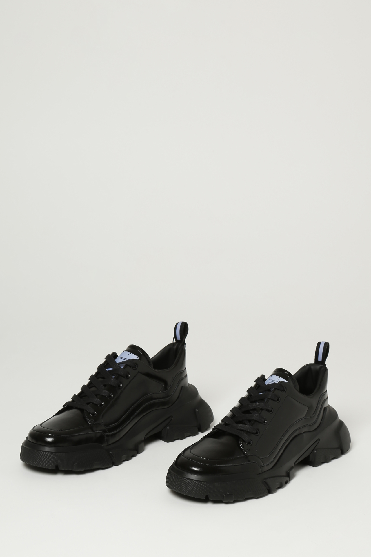 MCQ | Sneakers | 667896R2767
