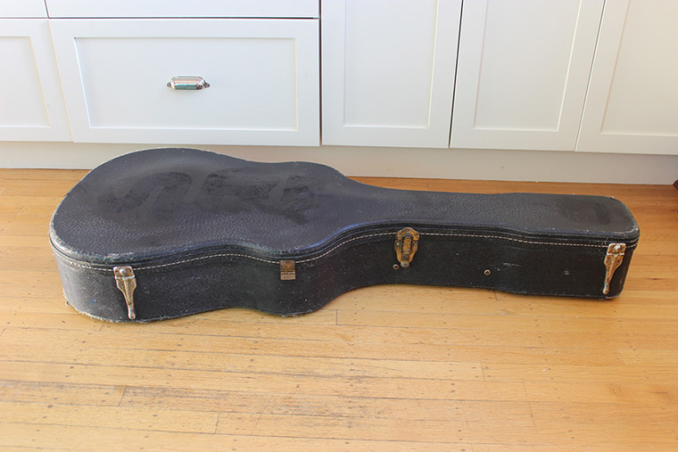 vintage guitar cases for sale 1905 m w bullshead leather case 1960s ess ess dread the. Black Bedroom Furniture Sets. Home Design Ideas
