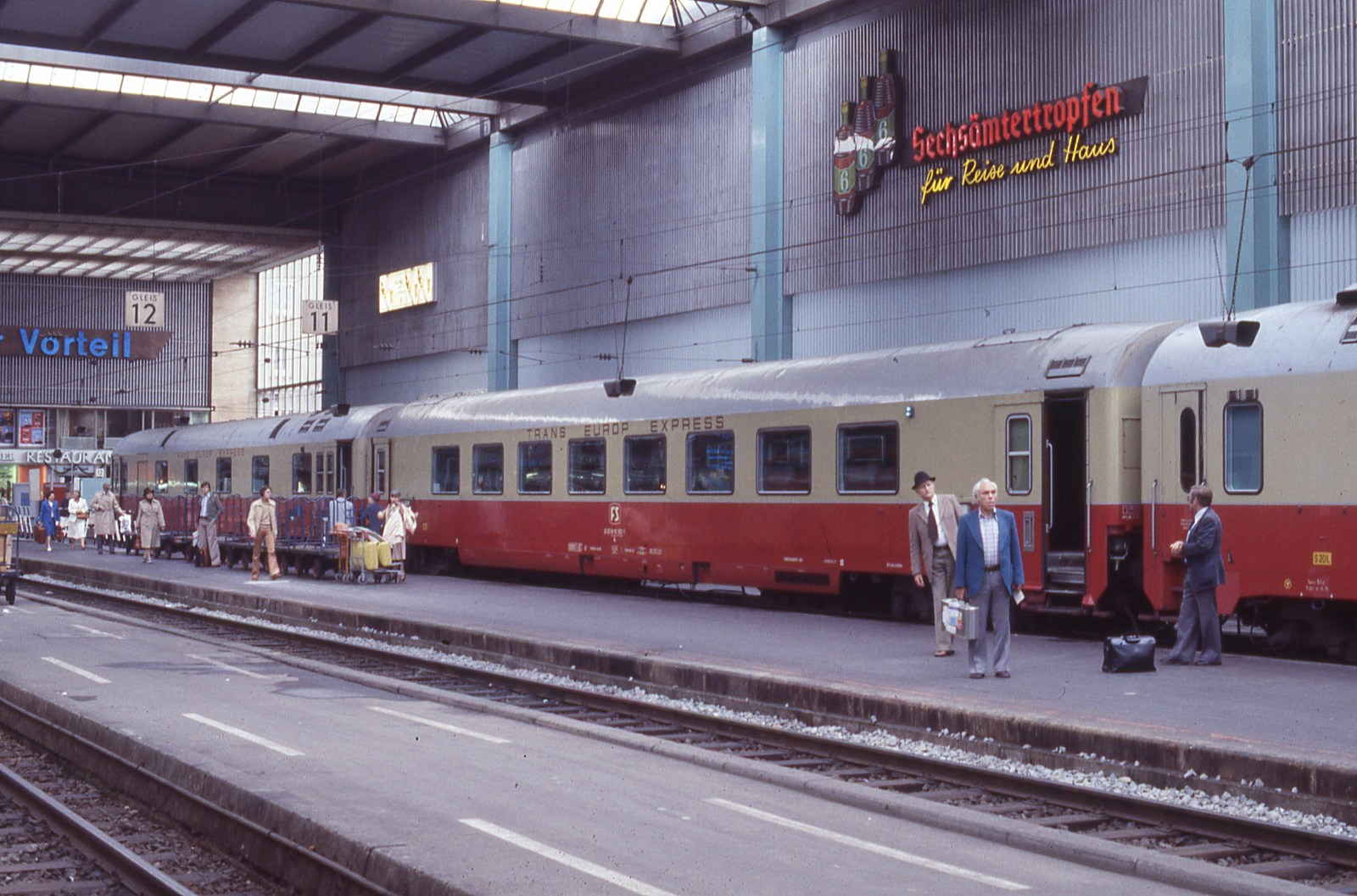 Some more from Munich Hbf in '77: TEE's - Railways of Germany